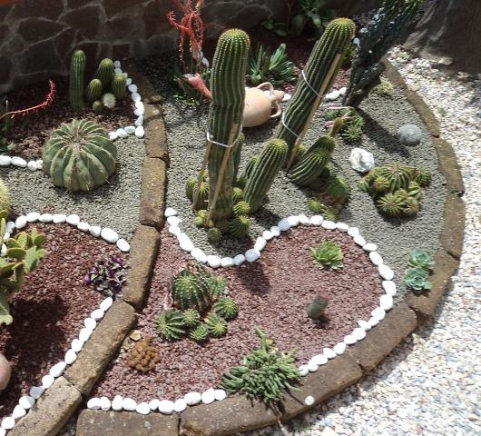 Pietre d arredo ciotoli in pietra melle ceramiche for Pietre arredo giardino