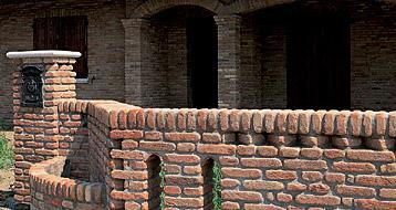 Pietre d arredo antiche mura melle ceramiche for Pietre d arredo